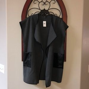 Vest style Saks Fifth Ave Charcoal xs/s